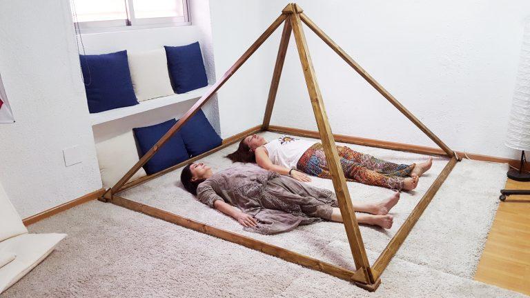 Relajación en Piramide de meditacion